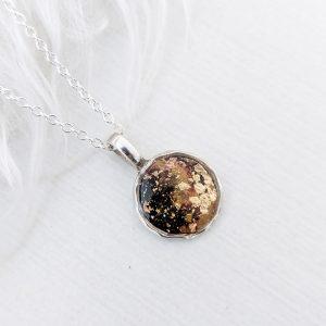 Dainty round pendant